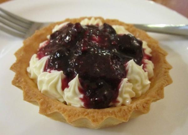 Torta de iogurte e frutas vermelhas da doceria Moscatel