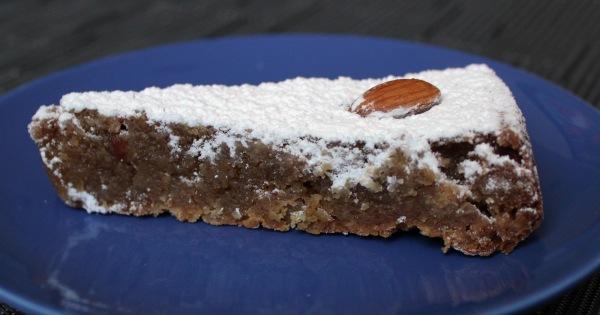 Torta de amêndoas, uma das especialidades entre as sobremesas do On Va Manger