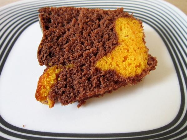 Bolo mesclado de cenoura e chocolate da Tradicional Bolos Caseiros