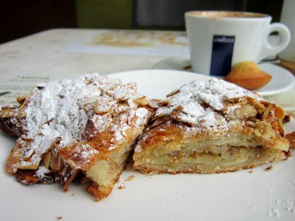 Croissant de amêndoas da padaria 7 Molinos