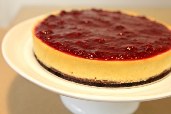 Cheesecake com calda de frutas vermelhas de Marilia Zylbersztajn (Foto: Divulgação)