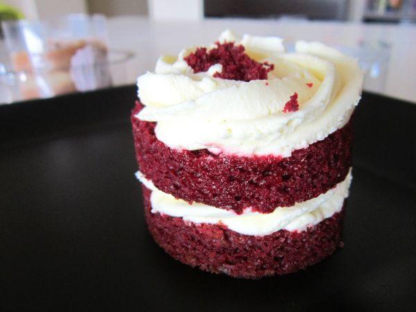 Bolo Red Velvet da Lily Cake Shop em tamanho individual